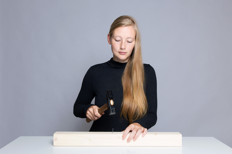 Anleitung - Einen Nagel einschlagen - How to drive in a nail