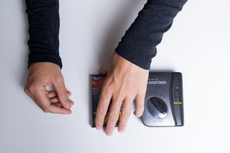 Anleitung - Eine Musikcassette in ein tragbares Abspielgerät einlegen - How to insert a music cassette into a portable player